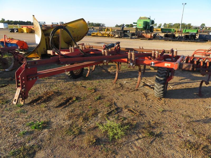 International 10' Pulltype Chisel Plow Cultivator