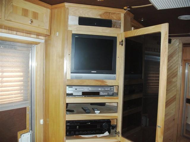 2004 Dream Coach Trailers LLC 3H w. 15 Custom LQ Horse Trailer