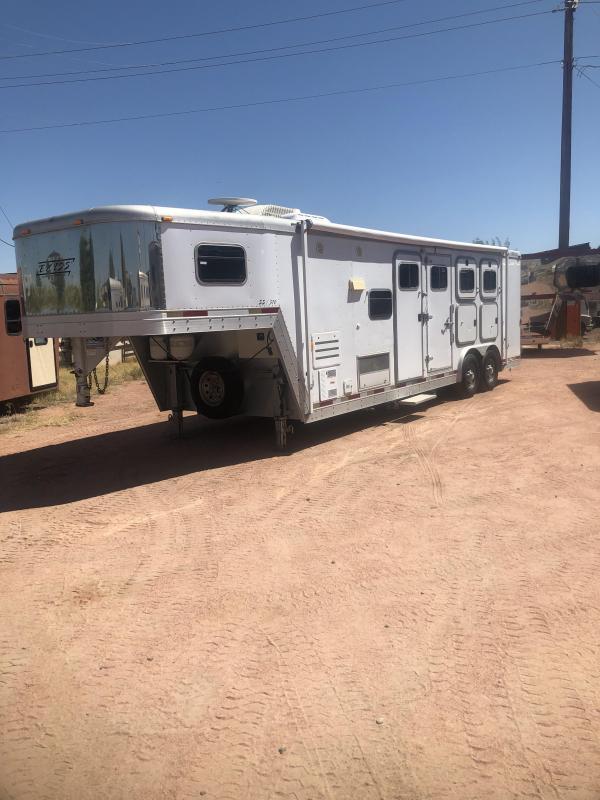2003 Exiss Trailers SS310 W/ ONAN GENERATOR Horse Trailer