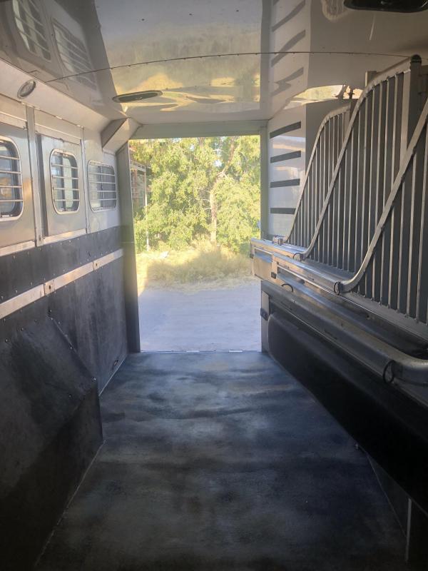 2005 4-Star Trailers 4 STAR 6H 23' LQ W/ SLIDE Horse Trailer