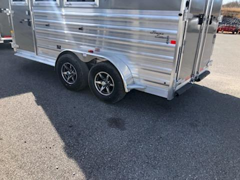 2020 Merhow Bronco 3H BP Horse Trailer