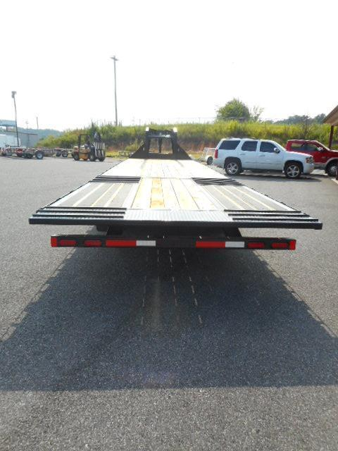 2019 Diamond C Trailers 32 GN Hydraulic Dovetail Equipment Trailer