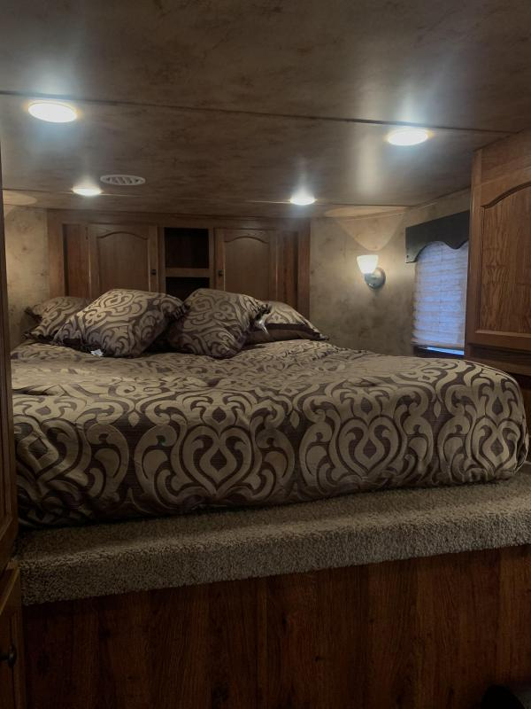 2014 Lakota 8315-slide Horse Trailer