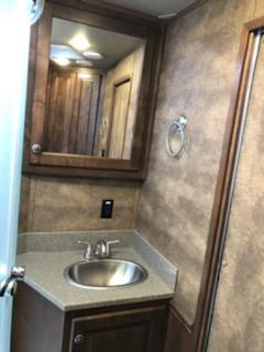2019 Merhow Trailers 8311 RK-RS Horse Trailer