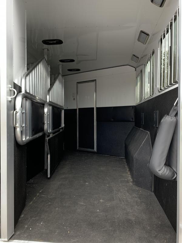 2020 Merhow Trailers 8316 RWS-BAR Horse Trailer