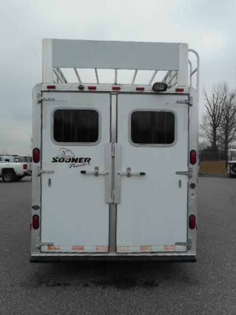 2004 Sooner 7307 3H GN Horse Trailer
