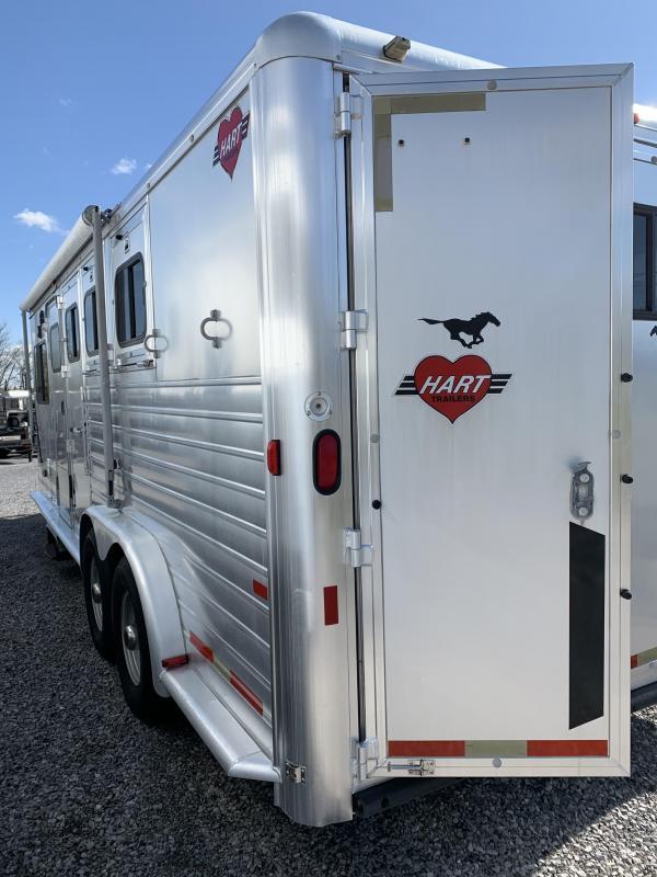 2000 Hart 7308 3H GN Horse Trailer