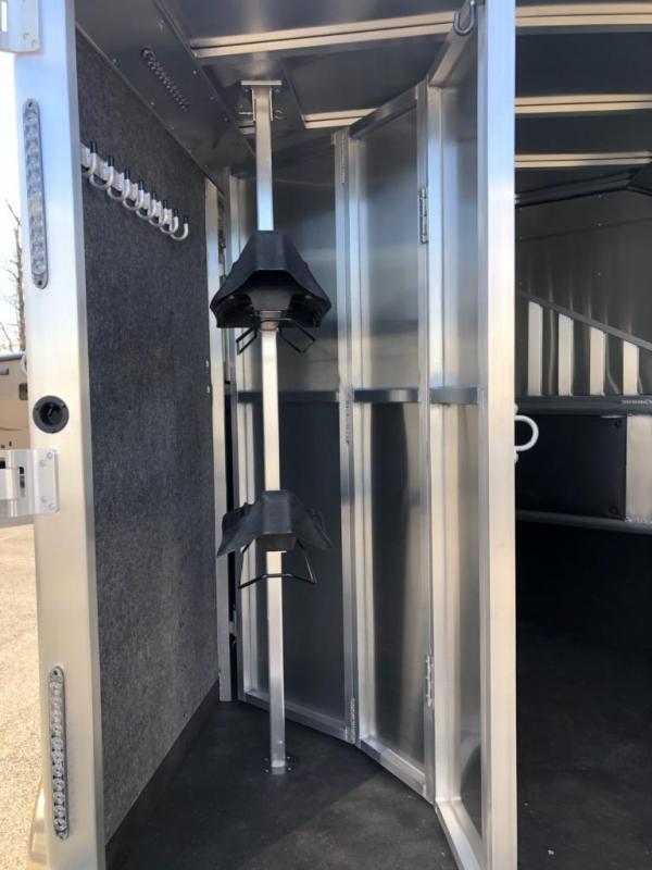 2020 Merhow Trailers Bronco 2H BP Horse Trailer