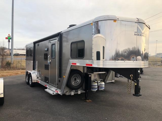 2019 Merhow Trailers 7209 RK-S Horse Trailer