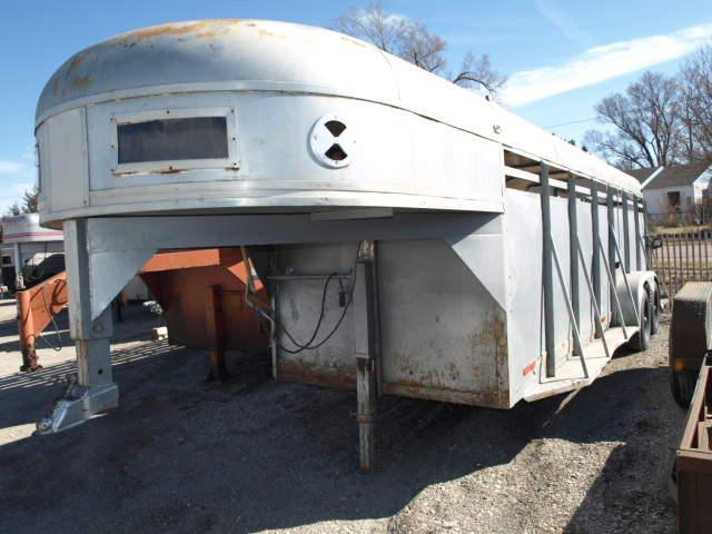 Used W-W Gooseneck Stock Trailer