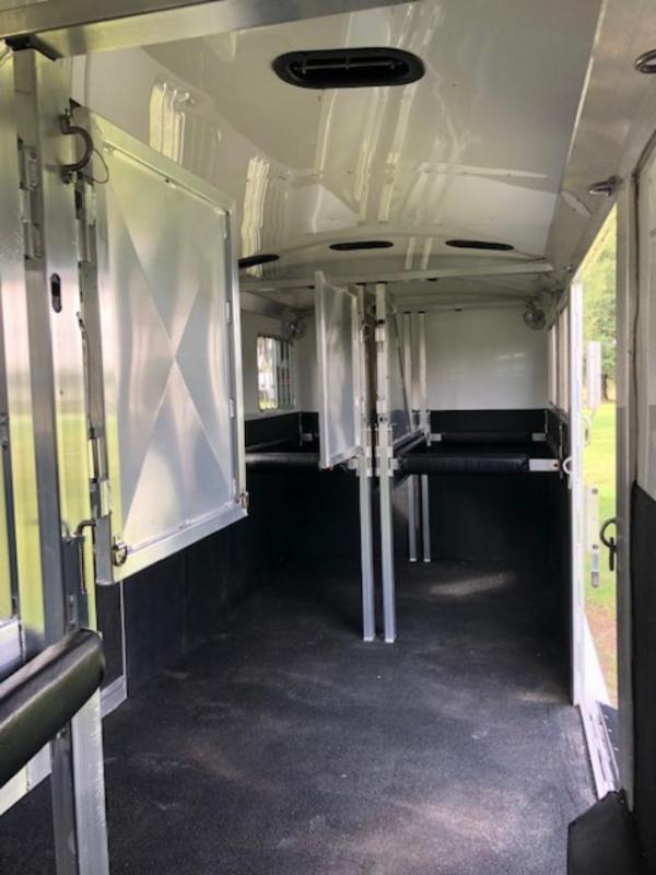 2016 4-Star Trailers 5 horse head to head w/midtack Horse Trailer
