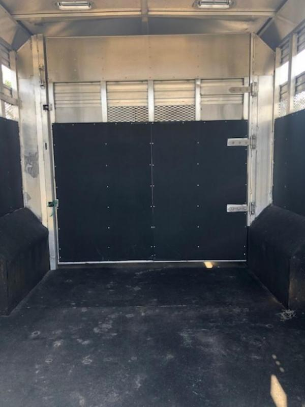 2017 Merhow Trailers 8' wide 11' lq w/ 14' stock area and midtack Livestock Trailer
