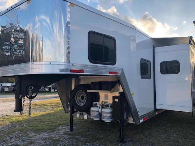 2020 Merhow Trailers 8' wide 4 horse w/17lq farmhouse Horse Trailer