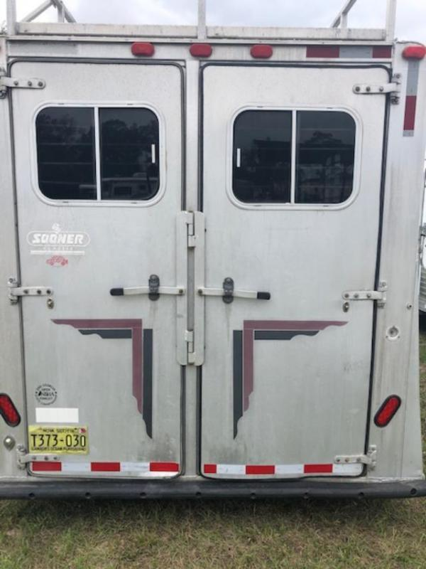 1995 Sooner 8' wide 4 horse w/10'lq Horse Trailer