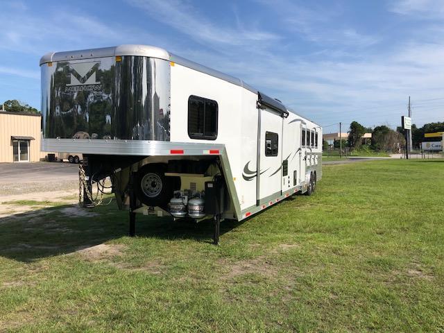 2020 Merhow Trailers 8' wide 4 horse w/side ramp and 17' lq Horse Trailer