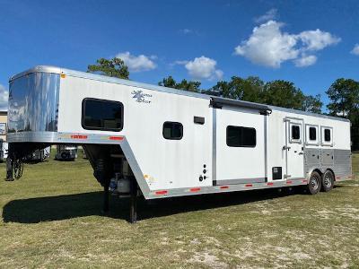 2015 Merhow Trailers 8' wide 3 horse w/15' lq and slide Horse Trailer