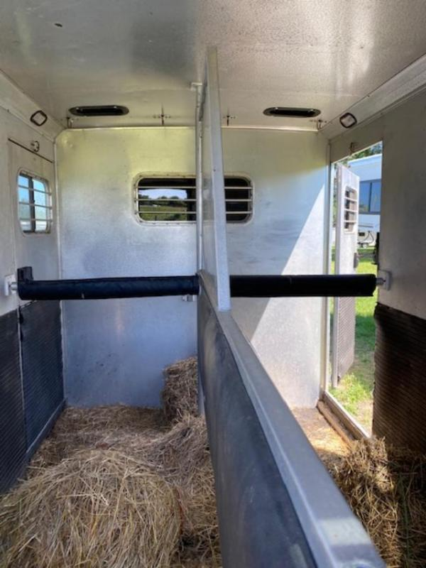1995 Sundowner Trailers 2 horse straight load gooseneck w/dr Horse Trailer