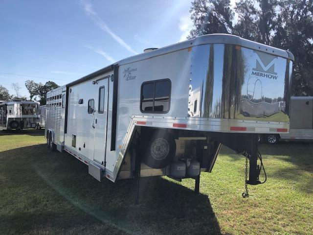 2017 Merhow Trailers 8' wide 2 + 1 horse straight load w/midtack and 11' l Horse Trailer