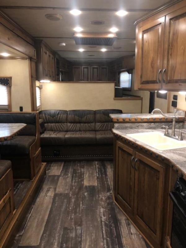 2020 4-Star Trailers 4 horse w/17 lq slide and rear side load Horse Trailer