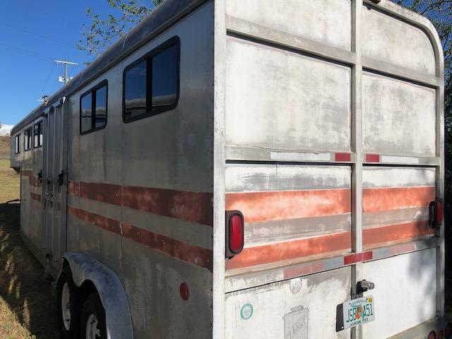 1984 Classic Manufacturing 4 horse head to head Horse Trailer