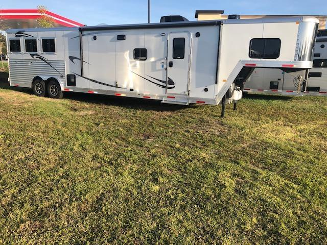 2020 Merhow Trailers farmhouse 8' wide 3 horse w/17' lq Horse Trailer