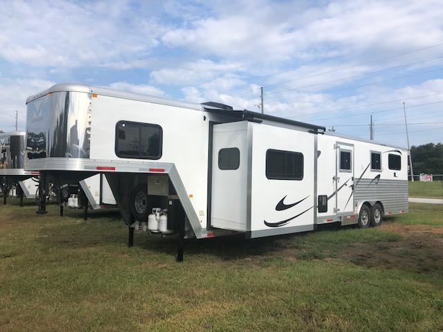 2019 Merhow Trailers 3+1 w/ 14' lq and slide Horse Trailer