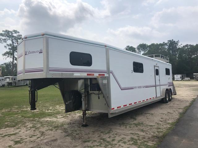 2000 Jamco Trailers 4 horse head to head Horse Trailer