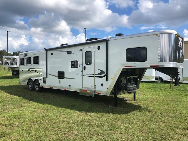 2020 Merhow Trailers 8'wide 3 horse Farmhouse w/13.6' lq Horse Trailer