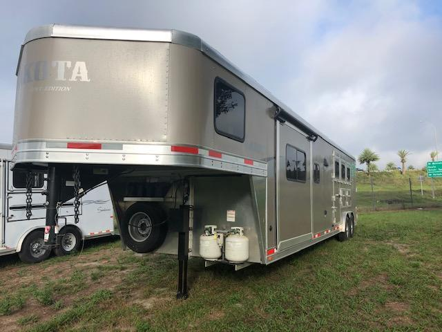 2018 Lakota 8 wide 3 horse w/15' lq Horse Trailer