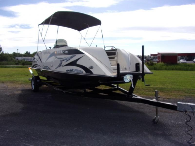 2014 Caravelle Boat Group Razor 219UU