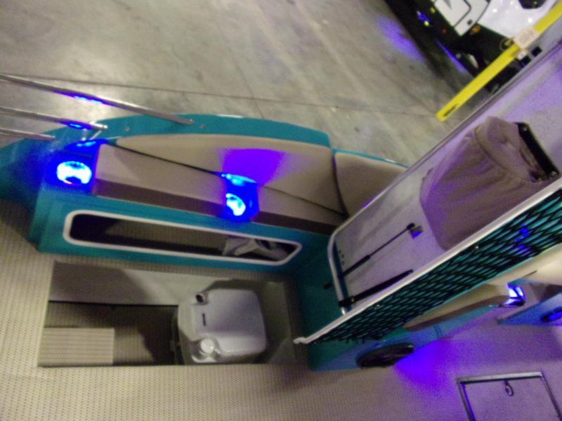 2020 Caravelle Boat Group Razor 259 UR ETOON