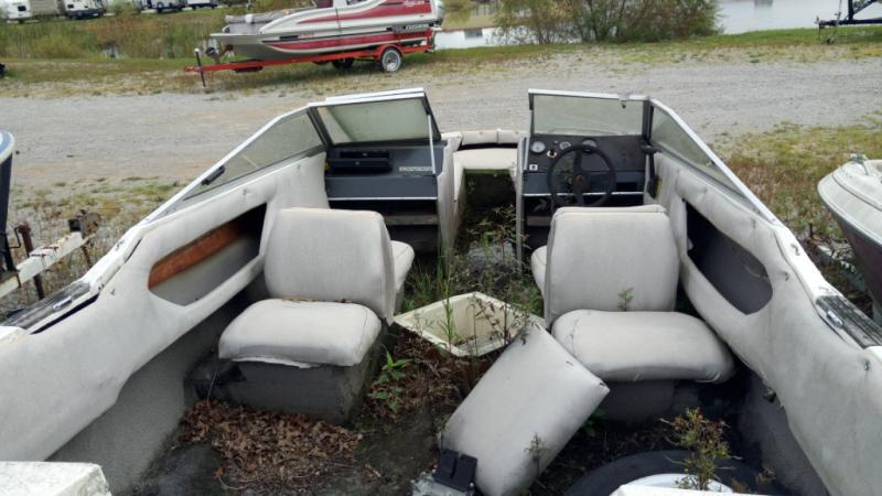 1984 Brunswick Boat Group Bayliner CAPRI 1950BR