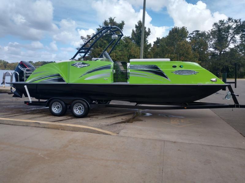 2020 Caravelle Boat Group Razor 247UR