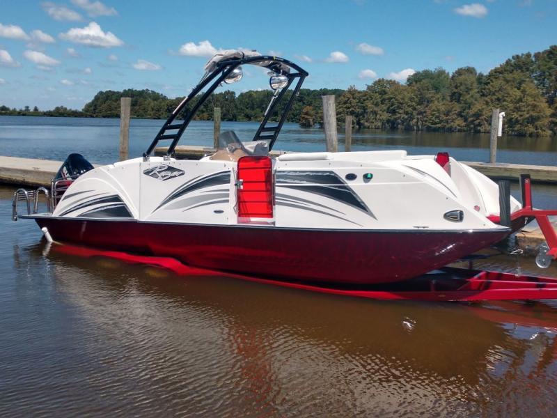 2019 Caravelle Boat Group Razor 237UR