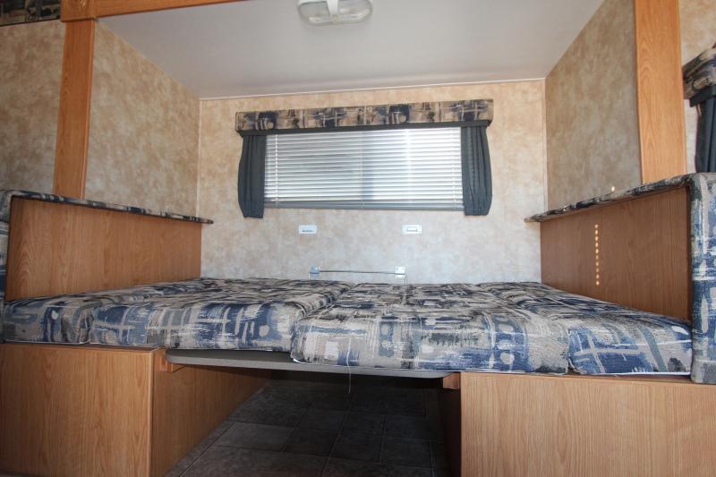 2006  Coachmen CAPRI 271 DS