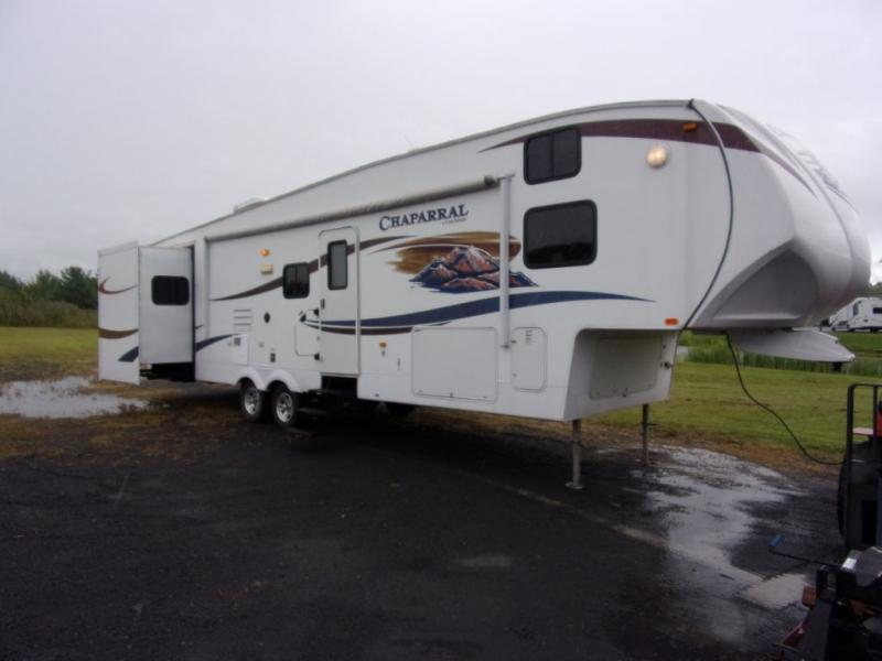 2011 Coachmen By Forest River Chaparral 330BH