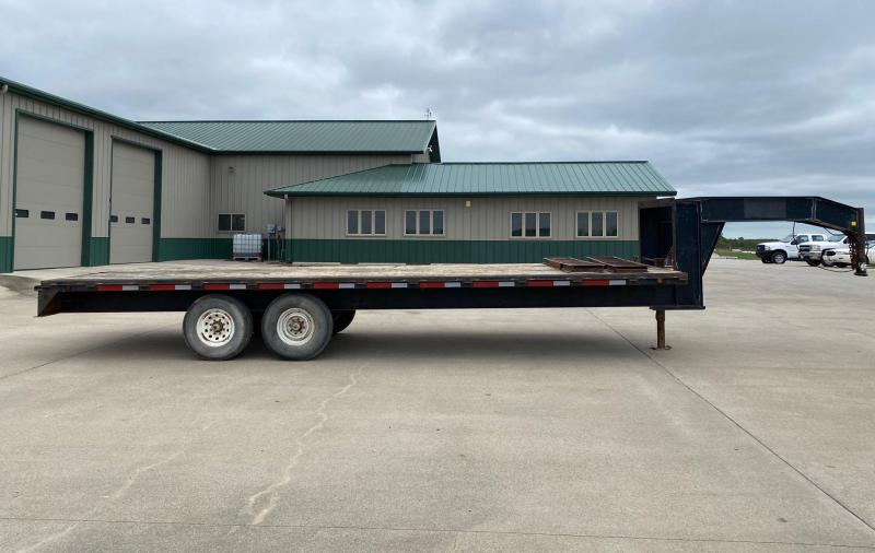 2000 Road Boss 24' G-Neck Strait deck Flatbed Trailer