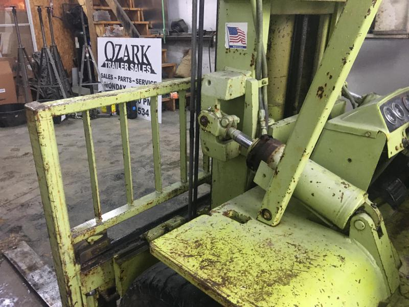 1990 Clark 8K Lift with Fork Positioners and Side Shift Fork Car