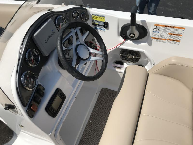 2016 Hurricane Boats SS202 I/O Power Boat