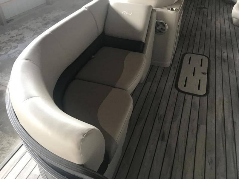 2017 Manitou Pontoon Boats 23SHP TRITOON Pontoon Boat