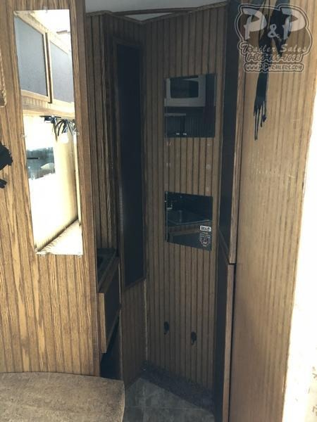 1998 Elite Trailers 7.6 wide  3 Horse 7'LQ with Generator