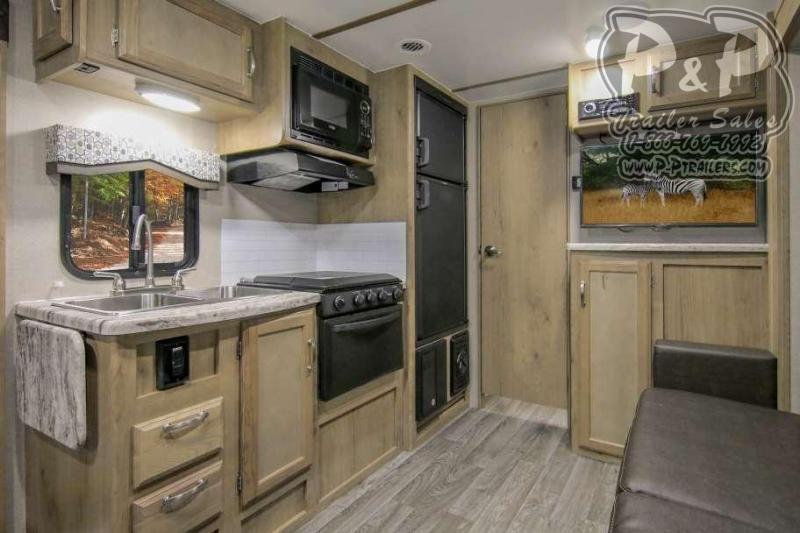 2020 Winnebago Micro Minnie 2106FBS 21.92 ft Travel Trailer RV