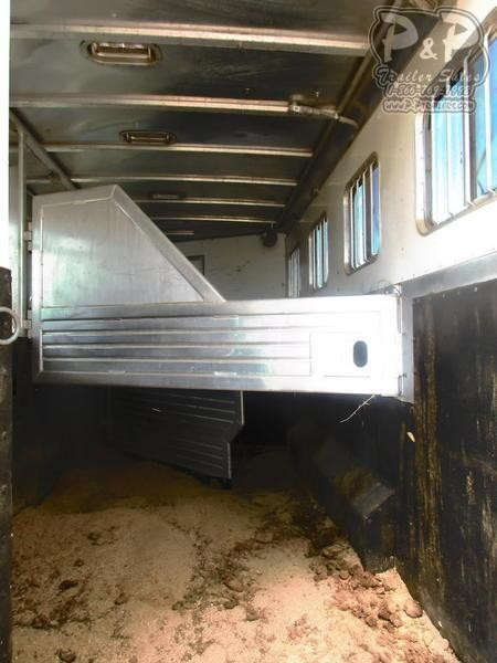 2001 Featherlite Trailers 8413 4 Horse 13' Shortwall