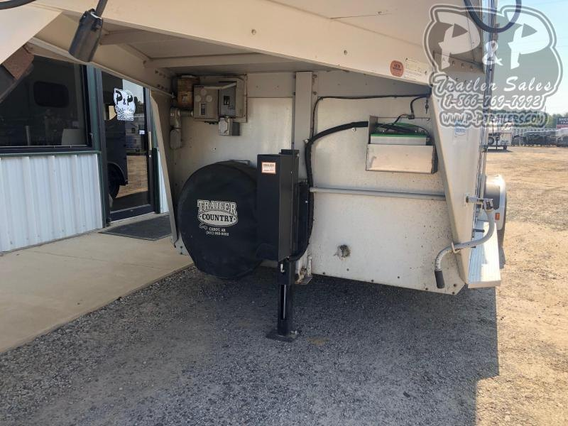 1999 Sundowner Trailers 2H4LQ VALUELITE 2 Horse Slant Load Trailer LQ w/ Ramps