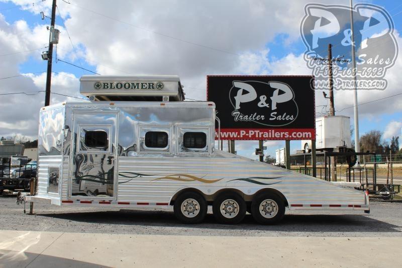 2004 Bloomer 34BP JEEP HAULER 3 Horse Straight Load Trailer