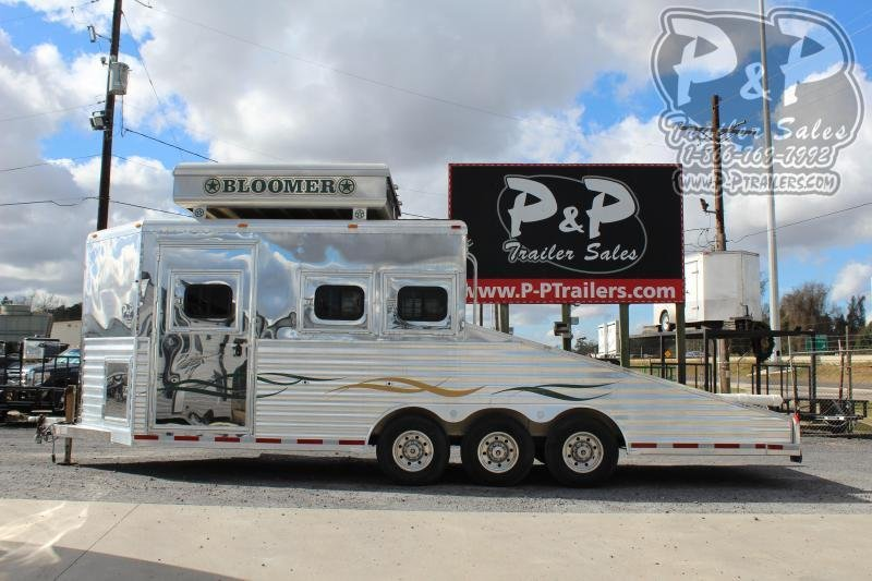 2004 Bloomer 34BP JEEP HAULER 3 Horse Straight Load Trailer