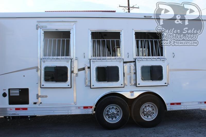 2020 Bison Trailers 8313TBSO 3 Horse Slant Load Trailer 13 FT LQ With Slides