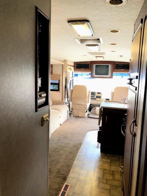 2005 Itasca Sunrise 33V Class A RV