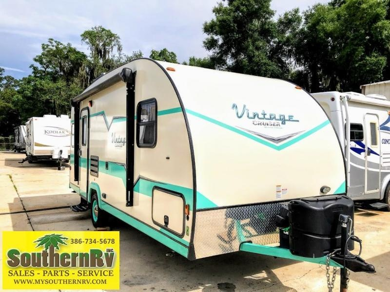 2017 Gulf Stream Vintage Cruiser 19ERD Travel Trailer