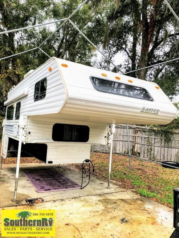1995 Lance 9000 SQUIRE Truck Bed Camper RV